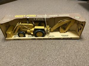 1987 ERTL FORD 755A TRACTOR LOADER BACKHOE Die cast 1/12 Scale NEW