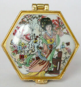 Porcelain Jewelry box painted ancient Chinese beauty girls dancing in landsca 的