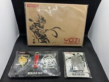 METAL GEAR SOLID 2011 PROMO LOT THE ART OF YOJI SHINKAWA POST CARD AND PINS NEW!
