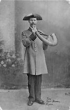 POSTCARD   YORKSHIRE    RIPON    The  Horn  Blower