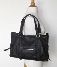 Très joli sac LIBERTO cuir noir très souple porté main en TBE