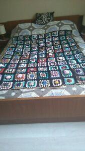 plaid vintage au crochet en laine fait mains (1,50 m sur 1,30 m )