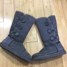 UGG AUSTRALIA BAILEY BUTTON TRIPLET GRAY SUEDE WOMENS BOOT US 8