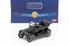 Ford Model T Baujahr 1925 mit 2 Figuren Laurel & Hardy 1:24 SunStar