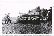 Tiger Panzer IV am Abhang stehend Soldaten ringsherum Kennung Foto 10x15cm