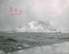 WWII PHOTO 8X10 ACTION 5TH MARINES DIVISION 1ST WAVE IWO JIMA MT SURIBACHI LOOK