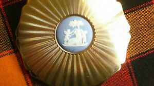 1950,s orig vint Stratton powder compact in goldtone with blue Wedgw cartouche