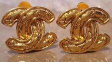 CHANEL AUTHENTICATED Vintage Gold Tone Quilted CC Logo Earrings Clip Etinceler