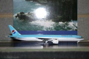 Phoenix 1:400 Korean Air Boeing 777-300 HL7573 Die-Cast Model Plane