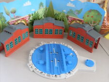 TOMY TRACKMASTER THOMAS RAILWAY TURNTABLE WITH 3 ENGINE SHEDS