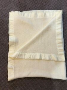 Vintage Yellow Thermal Acrylic Nylon Acrylic Trim Baby Blanket Waffle very soft
