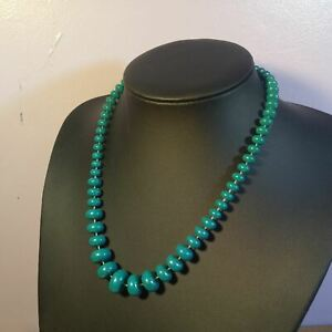 80s style green graduated beaded necklace
