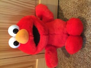 """Tickle Me Elmo 16"""" Stuffed Plush Toy Fisher Price 32715 Doll Talks Laughs Shakes"""