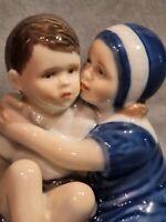 Royal Copenhagen porcelana Artistica. Figura. L'Abrazo Elsa Con Niño