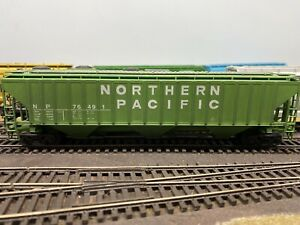 HO Scale ACCURAIL NORTHERN PACIFIC Pullman Standard 4750 Covered Hopper