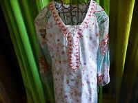 T2 jolie  robe féminine voile doublée ,surbrodages ,bleutée  t 40