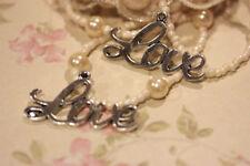 2 pezzi charm LOVE in metallo colore argento misura 4 x 2,2 cm