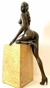 Bronzeskulptur - Stilvoller Bronze Akt signiert Raymondo auf Marmorsockel numm.
