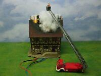 Brennendes Haus, Feuerwehr & LED Feuerschein Licht Modellbau Diorama H0 1:87