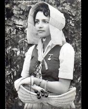 """Compagnons de BAREUZAI (21) FEMME en COSTUME BOURGUIGNON de """"LAYOTTE"""" vers 1950"""