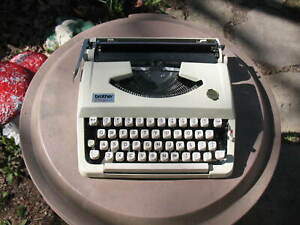 Brother Charger 11 Cream Color Portable Typewriter w/Case Made Japan Need Ribbon