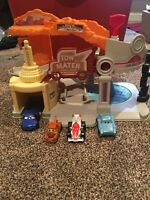 Mattel 2012 Disney Pixar Cars Radiator Springs A Happy Place Tow Mater Playset