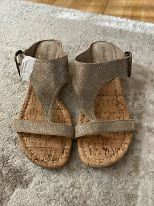 Donald Pliner Doli2 Sandals Metallic Bronze Leather Thong Wedge Size 7.5 M