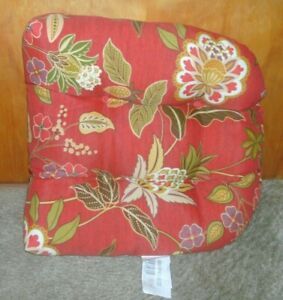 """BRAND NEW OUTDOOR CHAIR CUSHION RED FLORAL MEASURES 18"""" X 18"""" X 3""""  FREE SHIP"""