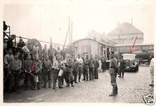 9990/ Originalfoto 9x6cm, Opel Blitz, provisorische Tankstelle am Bahnhof