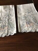 2 Vintage MADEIRA  Embroidered Guest Hand Towels Scalloped Tulips Ht43