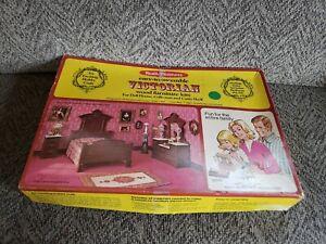 Realife Miniatures Wood Furniture Heritage Series Victorian Bedroom Kit 200 1:12