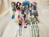 Lot of 10 Monster High Dolls, Clothes shoes Accessories Some missing parts AS IS