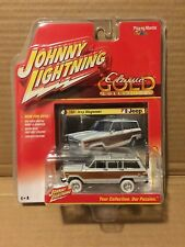 JOHNNY WHITE LIGHTNING 2016 CLASSIC GOLD 1981 JEEP WAGONEER