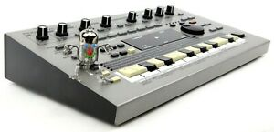 Roland MC-303 Synthesizer 303 808 909 Jupiter Juno + Top Zustand +1.5J Garantie