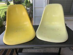 2x Herman Miller Eames Fiberglass Side Shell Chairs Bright Yellow Lemon Vintage