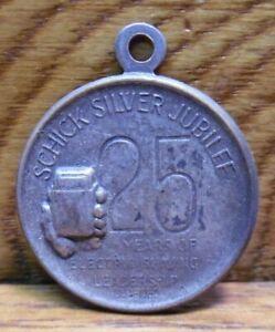 1955 Schick Silver Jubilee Pendant Token 25 Years Of Electric Shaving Leadership