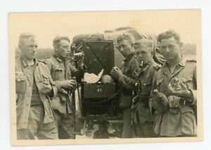 Great Photo Tired Hungry Army Troops Eat Bread Smoke Pipe Best German WW2 Photo