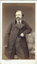 Photo cdv : Pierre Petit ; Bourgeois Parisien debout en pose  , vers 1865