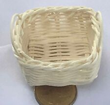 1:12 Scale 4.4cm Square Wicker Basket + Handles Tumdee Dolls House Miniature Z7