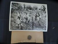 WW2 PRESS PHOTO. INSTALLATION OF MORE BARBED WIRE. FOR WESTERN FRONT 11/13/1939.