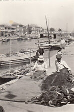 PALAVAS-LES-FLOTS 100-5 pêcheurs ravaudant leurs filets bateaux timbrée 1959