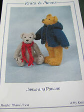 Knitting pattern for Teddy bears 10 and 13 cm tall in 4 ply yarn