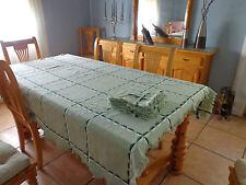 Mantelería verde con 6 servilletas. Estilo vintage. Mira mis otros artículos.