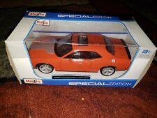 Maisto 2008 Dodge Challenger SRT8 Hard Top w/ Sunroof Orange 31280OR 1/24