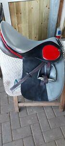 Stübben Dressur Sattel schwarz grau/rot 17Zoll