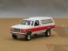 dcp/greenlight CUSTOM lifted 1992 Ford F150 white/red w/topper cap 1/64..