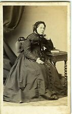 PHOTO CDV Durand à Lyon vers 1855 vintage albumen une femme pose mode fashion