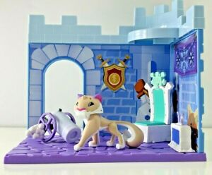 Animal Jam Snow Fort Den Set - Snow Leopard Figure & Den Accessories