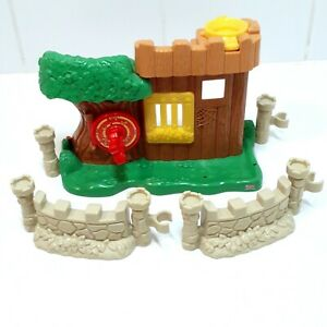 LITTLE PEOPLE Fisher Price 2003 Little People Watchful Woodsman