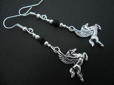 Un PAR PLATA TIBETANA/Negro Bolas Colgantes Pendientes de caballo volador Pegasus. Nueva.